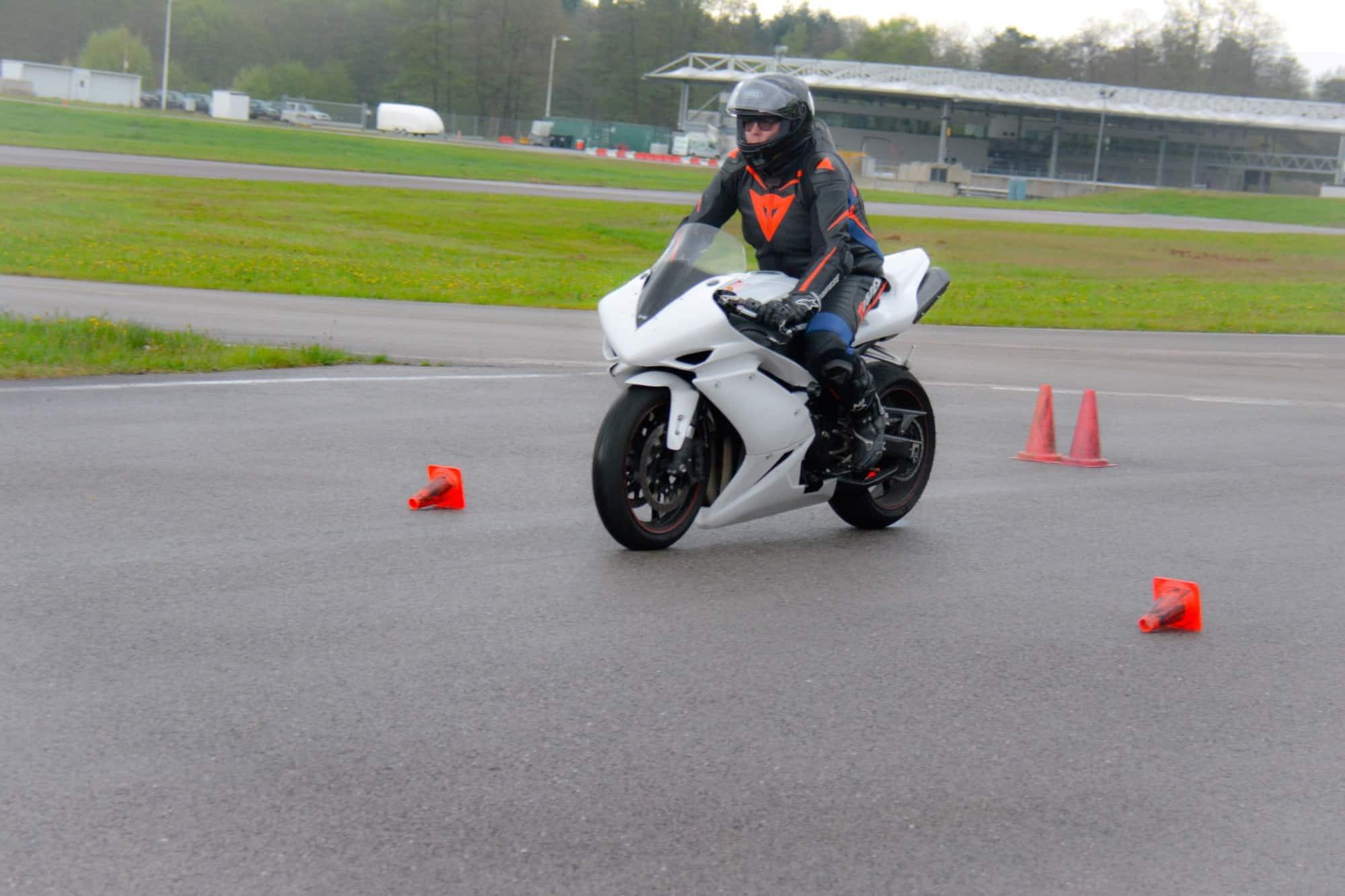Conduire moto circuit