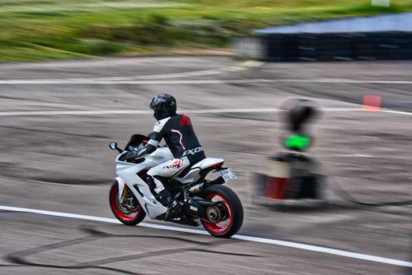 stage pilotage moto sur circuit geoparc expertpilot